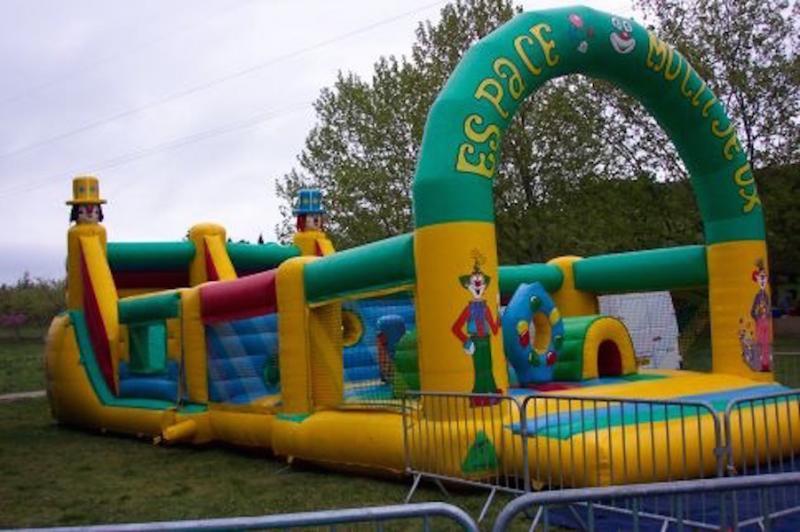 château gonflable espace multi-jeux